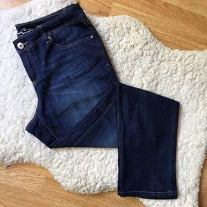 INC DENIM: EUC Straight Leg Curvy Fit Jeans
